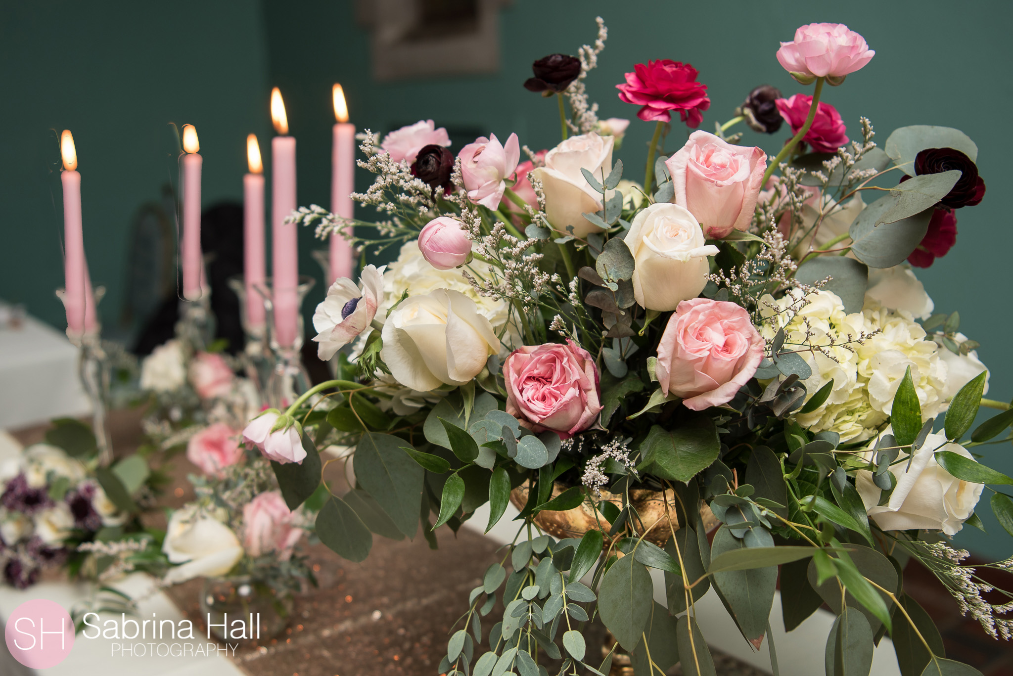 Wedding Flowers at Glenmoor Country Club by the Garden by the Gate Floral Design. Photo: Sabrina Hall Photography